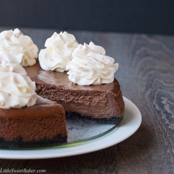 CHOCOLATE CINNAMON CHEESECAKE. Super easy to make, only 6 ingreds, 15mins prep, 40mins bake time, in less than an hour, you have a delicious, chocolatey, melt-in-your-mouth dessert.